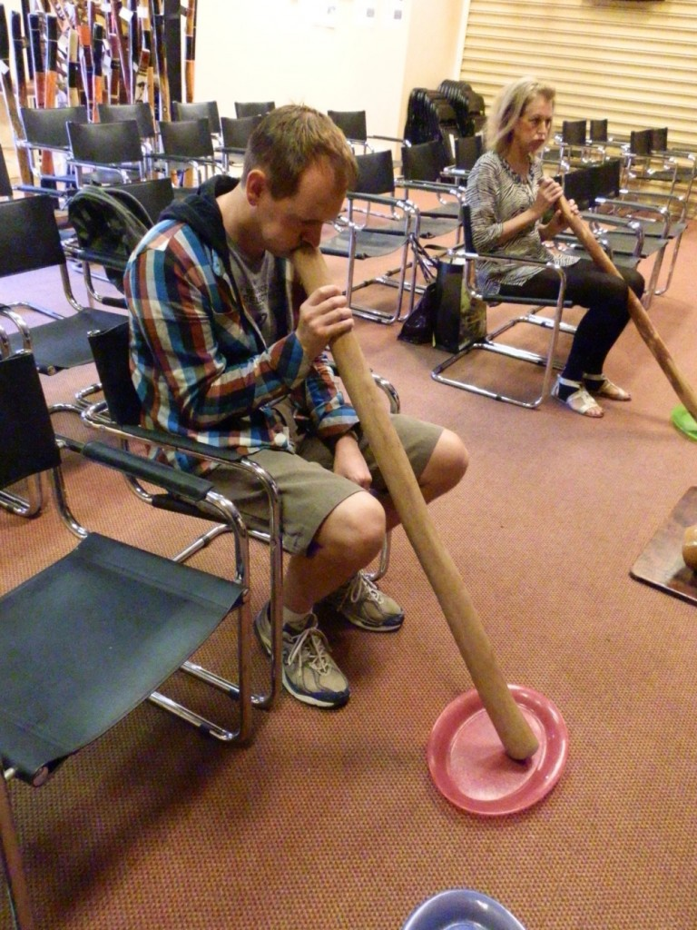 Alice Springs didgerido demonstration